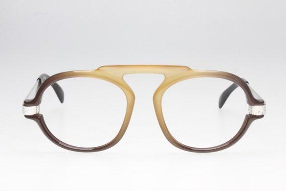 Very Seventies aviator sunglasses. Oversize. Space