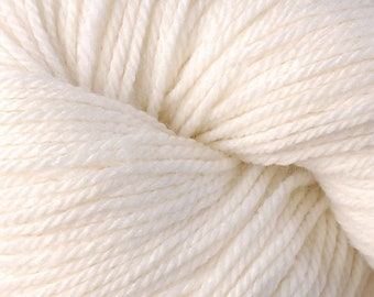 Berroco VINTAGE DK 2101 White 7.50 +1.50ea to Ship - 290yds 100g Wool Acrylic Nylon +5 Patterns. Soft, Durable, Machine Wash/Dry. MSRP 8.50
