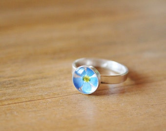 US size 5.7, 6.5, 7.5 and 8.5 / Forget me not ring Pressed flower Sterling silver 925 Rond shape Romantic Delicate Resin ring Blue jewelry