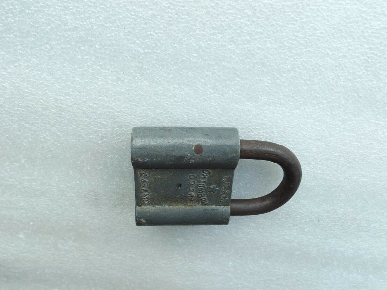 Vintage Iron Padlock w Original 1 Brass Key