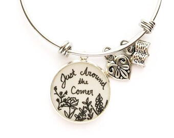 Just Around the Corner Bracelet | JW Gifts | Pioneer Gifts | JW Jewelry | Jw.org