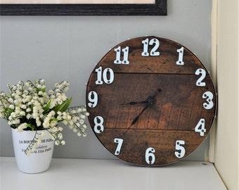 Horloge murale , bois recyclé , fini naturel et numéros votre choix de  couleur f2852e382d6c