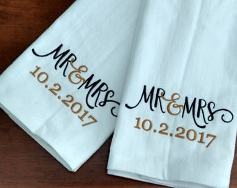 GIFT SET - Mr & Mrs / Wedding / Honeymoon / Anniversary Personalized HAND Towel Set ~ Fiancee Husband Wife Gift  / 3 Designs Available!