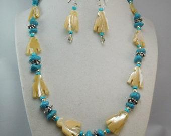 Navajo fetish with wumpum beads