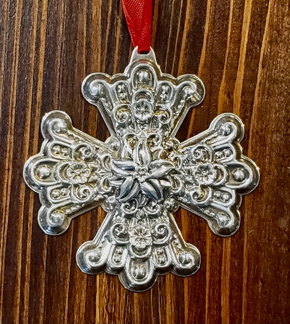 Reed & Barton 1974 Sterling Silver Christmas Cross Ornament