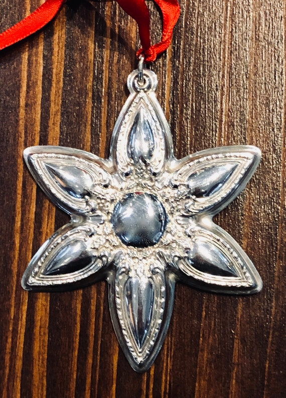Lunt 2001 Sterling Silver Snowflake Ornament