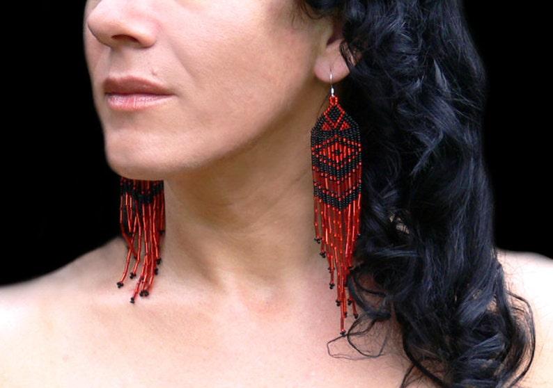 9127f87c3e13 Pendientes extra largos. Aretes rojos y negros. Nativos