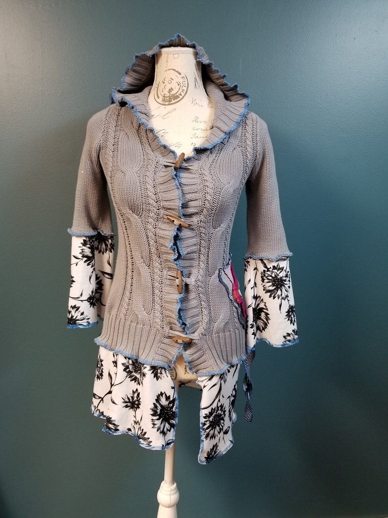 toggle buttons upcycled boho shabby chic grey flower hoodie size S 2018-105