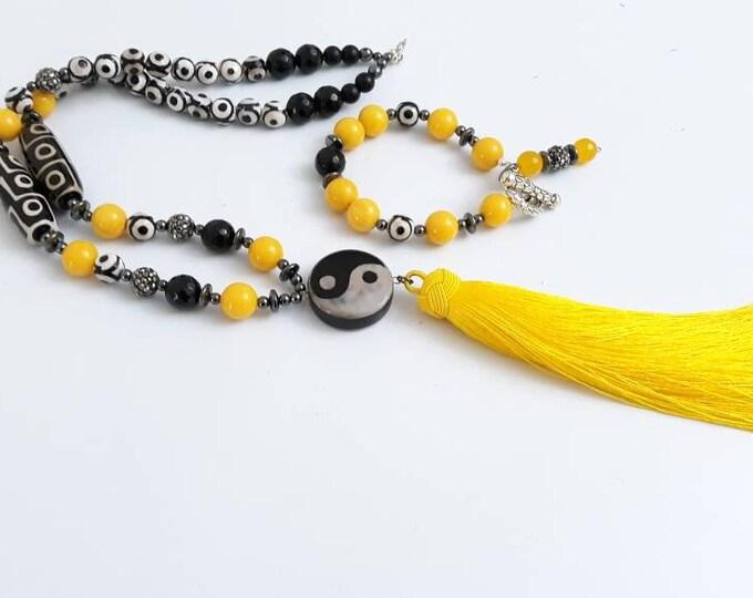 Black, White and Yellow jade beaded Ladies dzi Tibetan Tassel Beaded gemstone statement Necklace & Bracelet set