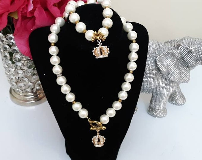 Ladies toggle clasp pearl crown necklace set. Mother's day jewelry.