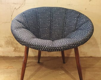 Superbe Mid Century Retro Hoop Chair Newly Upholstered In Hable Construction Fabric