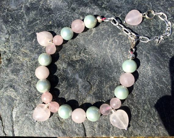 PASTEL PARFAIT.   Rose Quartz & Shell Pearl Bracelet.