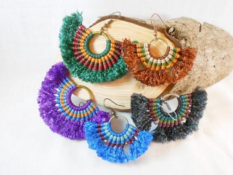 Macrame pendientes, tribales africanos, Hippie boho pendientes, Full color,  pendientes de macrame deshilachadas