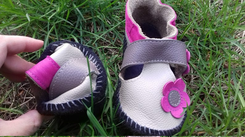 Cute leather moccasins Soft flexible sole first step flower crib shoes 6-36 mnths gray non slip handmade baby sandals girl/'s booties