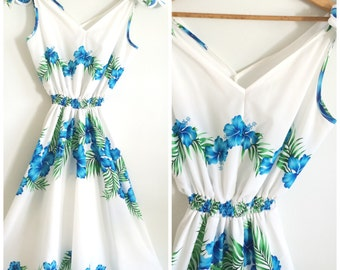 Vintage 1970s /Sleeveless Hawaiian Dress/Tropical Blue Hibiscus Flowers/Fit n Flare/500 Days of Summer/Vintage Tropical Dress/Boho/Summer