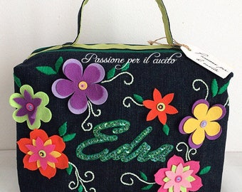 Beauty case with flowers