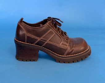 b4bb36aae57c Vintage 90s Brown Chunky Heel Lace Up Mary Janes