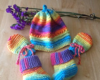 07a18621467 Knitted baby mittens