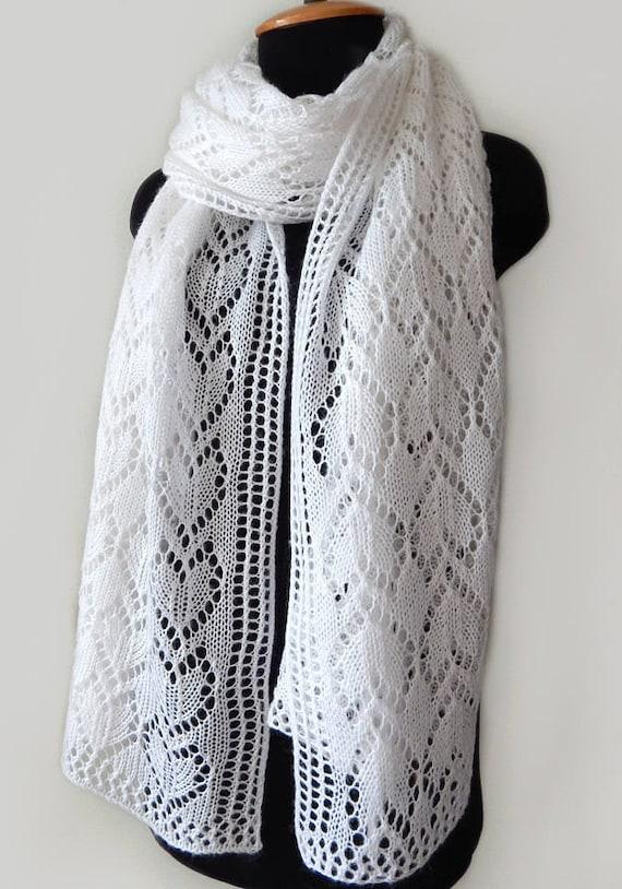 f167ec71a532 Foulard de mohair blanc tricoté tricoté écharpe dentelle   Etsy