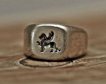 wax seal ring, vintage ring, rustic ring, bulky ring, menly ring, mens ring, crest ring, signet ring, winged lion