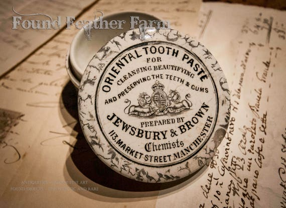 Oriental Toothpaste Ceramic Jar and Lid from the late 19'th Century England