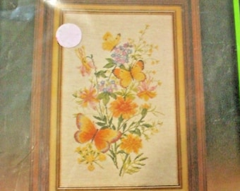Creative Expressions 7833 Butterfly Bouquet 11 x 18 Counted Cross Stitch Kit NIP