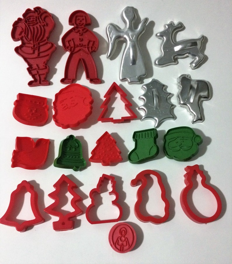 20 Vintage Christmas Cookie Cutters Aluminum And Plastic Mirro Tupperware And More Most Are New