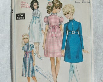 Vintage dress pattern, Simplicity 7792, size 32.5 inch bust, 1968