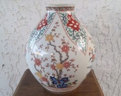 Large Iroe Imari 唐草 Arabesque 梅 Ume Plum Vase Kakiemon Style Vaas 菊 Kiku Chrysant Chrysanthemum Urn Floral Jug Jar Khoury Le Raincy France