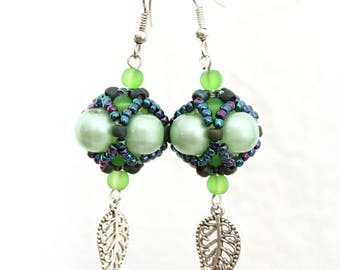 Beaded earrings with pearls, green