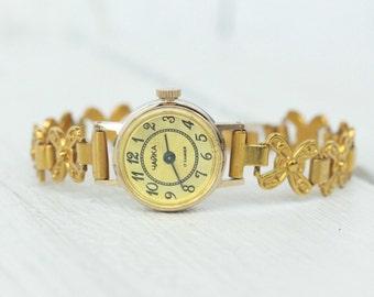 1d3fbeabf867 Soviet watch Women s Wrist Watches Chaika 17 jewels Vintage wrist watch  Soviet ladies watch Antique watch Chaika watch USSR russian watch