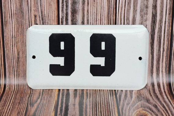 SMALL ANTIQUE STYLE ENAMEL DOOR NUMBER 82 SIGN PLAQUE HOUSE NUMBER SIGN