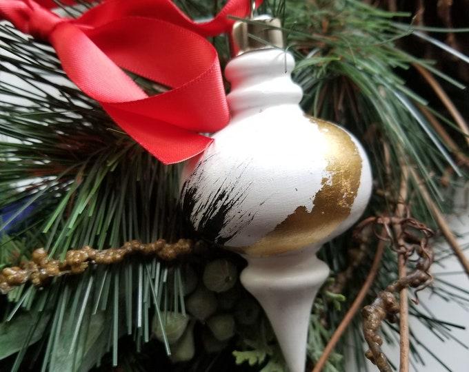 Handpainted small ceramic retro ornament - Black and Gold 2