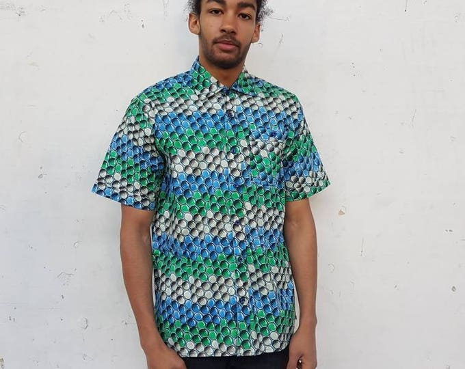 XL. Urban and trendy african print shirt for men. Short sleeves. Ankara fabric. Wax africain. 100% cotton. Made in Ghana.