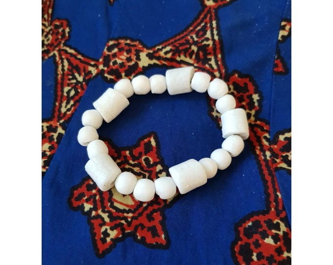 Recycled beads bracelet. White recycled glassbeads from Ghana, Africa. Jewelry handmade in Denmark. Sustainable fashion. Boho jewelry.