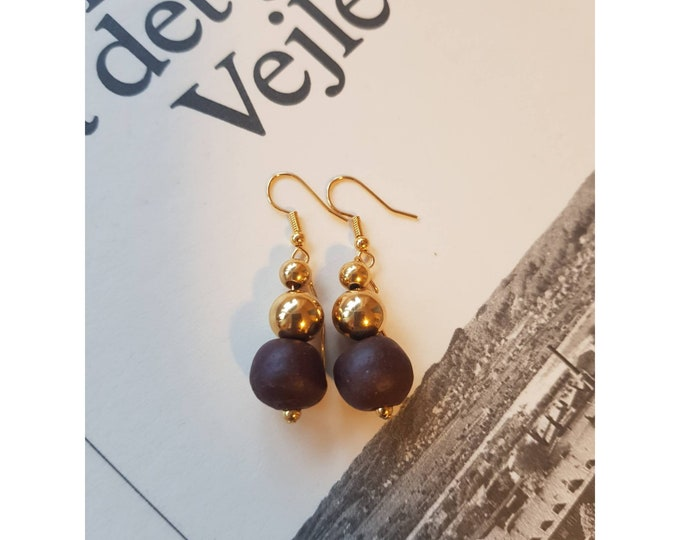 Gold filled earrings. Recycled jewelry. Recycled beads. African beads. Ghana beads. Sustainable jewelry. Handmade in Denmark. Boho fashion.