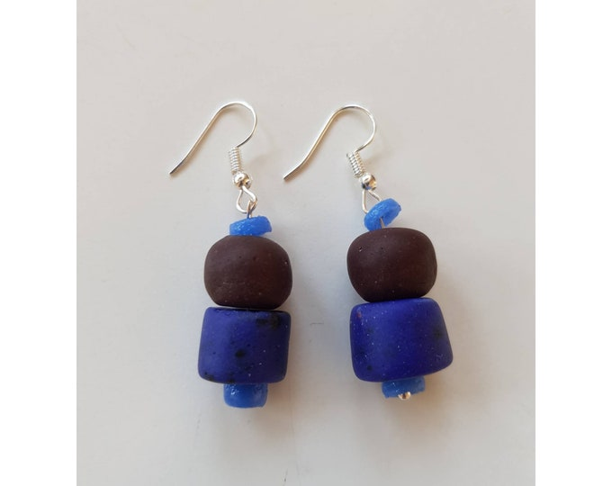 Silver earrings. Recycled glass beads from Ghana, Africa. Jewelry handmade in Denmark. Sustainable boho fashion. Ethical jewelry.