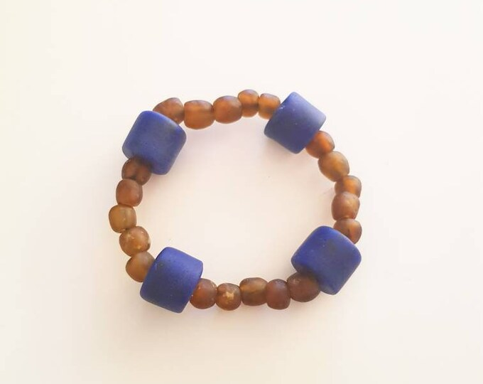 Recycled beads bracelet. Recycled glassbeads from Ghana. Elastic string fits all. Jewelry handmade in Denmark.