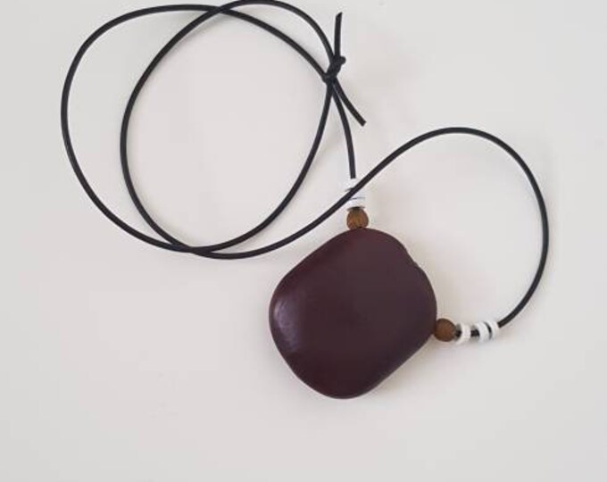 Recycled beads necklace. Black leather string. White recycled glassbeads from Ghana. Organic seed from Benin. Handmade in Denmark.