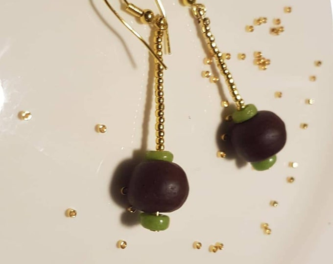 Golden earrings on real silver material. Brown and green recycled beads from Ghana. Jewelry handmade in Denmark.