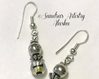 Beaded Earrings in Gold-Black-Silver