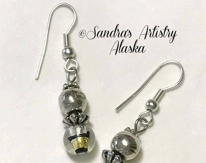 Beaded Earrings in Gold-Black-Silver
