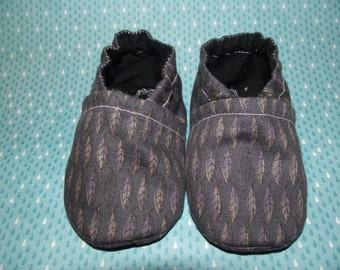 Dark grey gray with tiny feathers baby booties shoes  -  Size US 2 for 3-6 Months