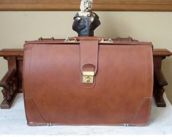 Dads Grads Sale Vintage Gladstone Style Briefcase In Tan Leather With Brass Closure Locking Clasp And Keys- Very Good Condition