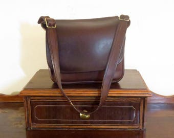 Dads Grads Sale Coach Classic Shoulder Bag In Brown Leather With Brass Hardware - Made In The Factory In NYC- Beautifully Distressed