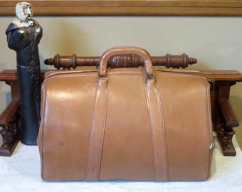 Dads Grads Sale Vintage Mutual Company Doctor Bag In Tan Leather With Zipper Lock And Key