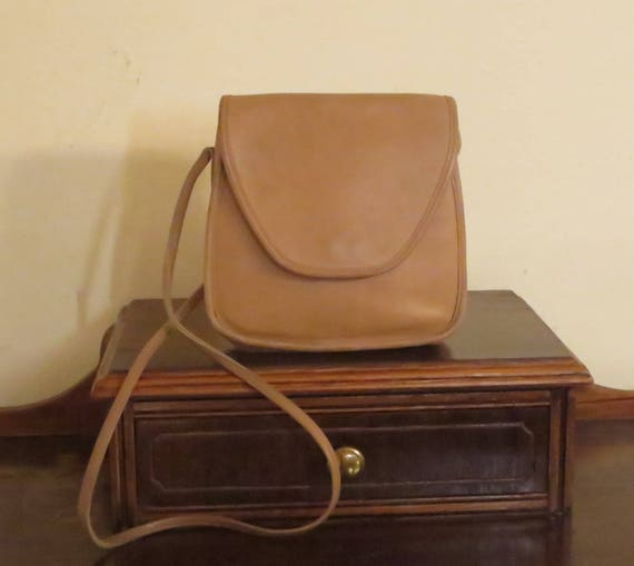 6f8208b5d47c2 Coach Lindsay Bag In Tan Leather With Crossbody Strap - Style No 9888 Made  In United States - VGC