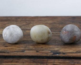 Set of Quartz Wall Hooks - Beach Stone Cabinet Knobs - Coastal Bathroom - Jewelry Holder - Rock Pull - Wall Hanger Organizer