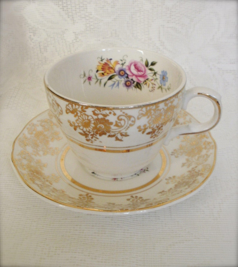 Alfred Meakin Alfred Meakin 4 Cups And Saucers Gold Leaf And Flower