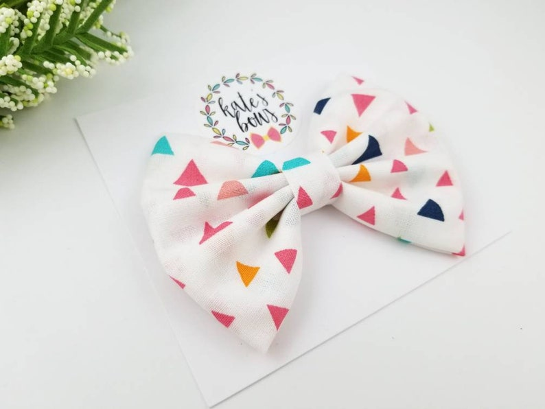 Multi colored triangle classic style fabric hair bow image 0
